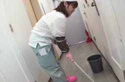 ไม่เซ็นเซอร์ สาวล้างส้วมห้องน้ำชาย เธอชอบให้ผู้ชายเย็ด