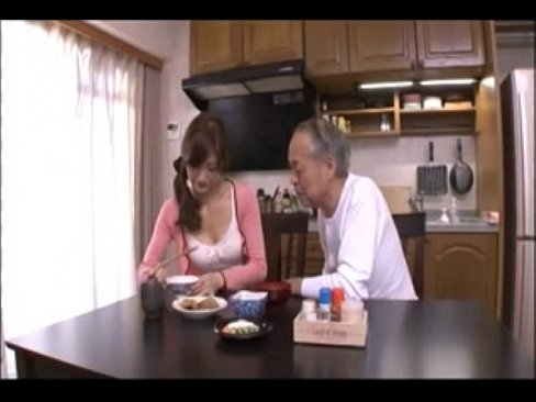 พ่อผัวเอาท่อนควยเสียบเย็ดหีลูกสะใภ้