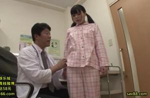 ดูหนังโป๊ คุณหมอหื่นหลอกเย็ดหีคนไข้สาว