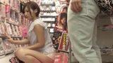 แอบเย็ดผู้หญิงเงี่ยนในร้านเช่าหนังโป๊ญี่ปุ่น