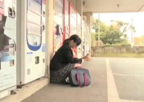 นักเรียนหญิงประชดชีวิต หาเรื่องยากูซ่าเลยโดนจับไปเย็ดหีจนสำเร็จความใคร่