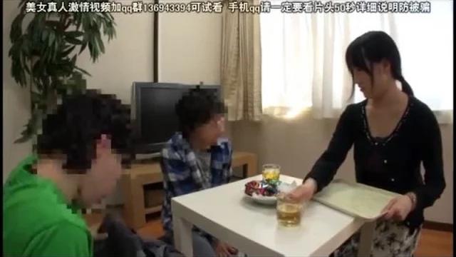สาวแม่บ้านนมโต โดนเพื่อนผัวที่มาดื่มเหล้าที่บ้านเย็ดหี