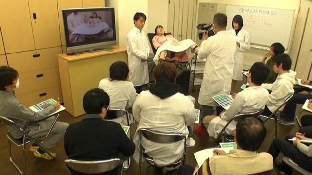 หมอโรคจิตล้วงหีเด็กนักเรียนสาว ตรวจภายในจนหีบวม