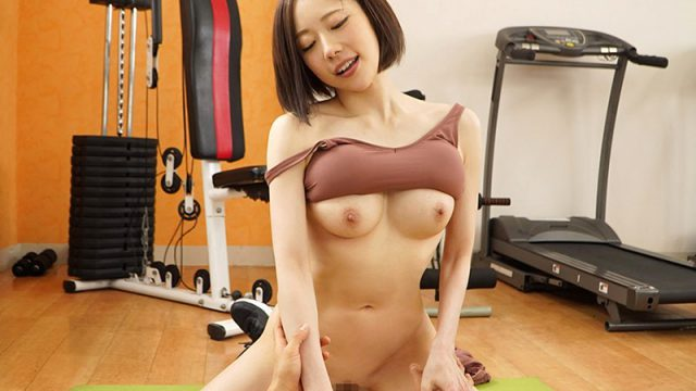 Personal Trainer Seduces Client With Her Thick Beautiful Ass